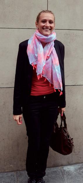 元気が出るわ。 フリンジが蛍光のスカーフは夏に買いました。