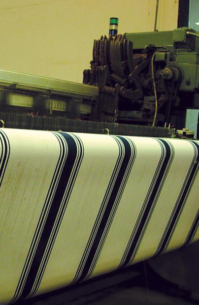 幅の異なる7本のストライプが入った伝統的なバスクリネン。
