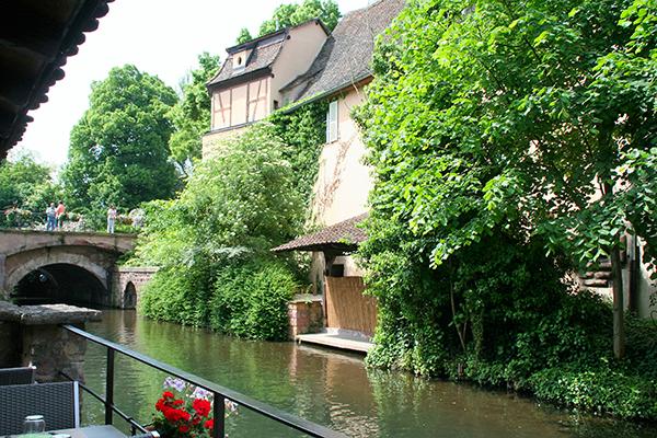 「小ヴェネティア」と呼ばれる川のほとり。