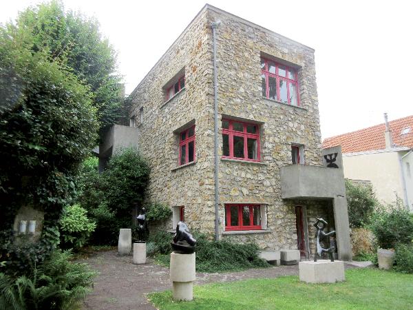ジャン・アルプとゾフィー・トイバーが1929年から住んだ家。