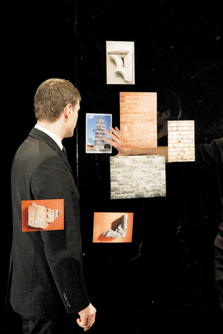 《Théâtre de poche》2007 Production still Courtesy of the artist and Motive Gallery, Amsterdam Photo: Aurélien Mole