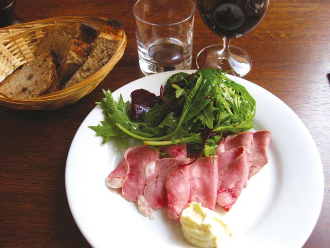Langue de veau en carpaccio, salades.