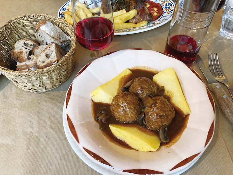 polpette de viande, sauce champignon, polenta de maïs