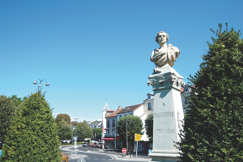 元祖「ダゲールのジオラマ」がある町。