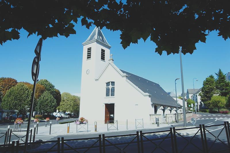 ブリの教会。ミサの時以外は自由に入ることができる。