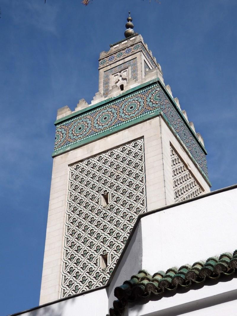 イスラム憲章提出される