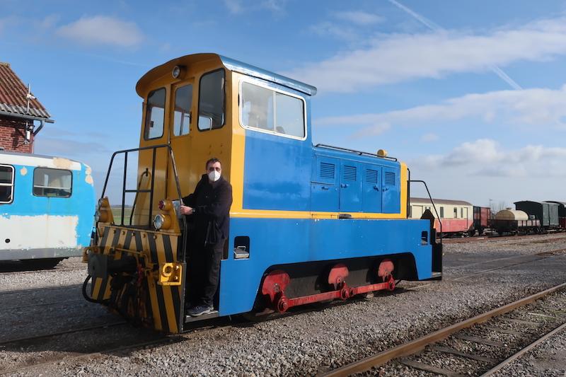 Naval社製ディーゼル機関車(1953)も走っています。